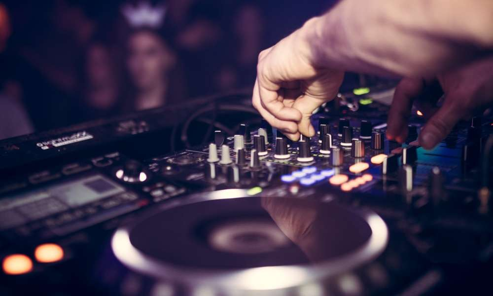 Best DJ Controller Reviews in 2019 – TOP 5